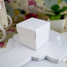firkantet favør boks i perlehvit (sett av 24) - NOK kr. 35