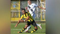 In der U19-Champions-League   Dortmund-Jungstar kugelt sich das Knie aus…