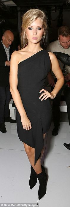 Wearing an off the shoulder black dress gifted by Versace, Lottie looked every inch the rising supermodel