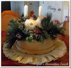 Fabulous DIY Christmas Centerpieces That Anyone Can Make Christmas Projects, Christmas Wreaths, Christmas Crafts, Christmas Ornaments, Xmas, Christmas Boxes, Christmas Ideas, Primitive Christmas, Country Christmas
