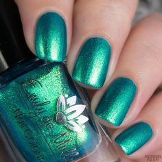 Emily de Molly - Swimming In Circles Turqoise Nails, Teal Nail Polish, Green Nails, Pretty Nail Colors, Pretty Nails, Us Nails, Hair And Nails, Diva Nails, Sparkly Nails