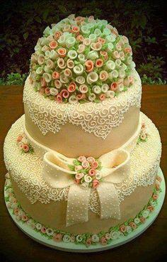Gorgeous wedding cake!