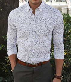 I know you don't do patterns, but pushing the limit a bit can be good and surprising. A nice fitted patterned, button up would look great by itself, with a blazer and handkerchief or with shorts. A good piece to use in different ways. Stylish Mens Fashion, Stylish Mens Outfits, Best Mens Fashion, Men's Fashion, Business Casual Men, Men Casual, Floral Shirt Outfit, Smart Casual Shirts, Formal Men Outfit