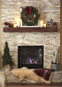 Inspiring Rustic Christmas Fireplace Ideas To Makes Your Home Warmer 90 Fireplace Redo, Home Fireplace, Rustic Fireplaces, Fireplace Design, Christmas Fireplace, Fireplace Decor, Fireplace Makeover, Brick Fireplace, Cozy Fireplace