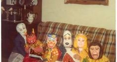 Vintage Kiddo :: Creepy Cool Retro Halloween Costumes – I remember having the costume of the princess with the crown. It was really cool to have a store bought Halloween costume! 70s Halloween Costumes, Retro Halloween, Theme Halloween, Halloween Masks, Happy Halloween, 1970s Costumes, Halloween Stuff, Halloween Photos, Halloween Night
