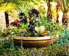 30+ Creative&Inspiring Ideas of How to Make Your Garden a Green Paradise  [ Read More at www.homesthetics.net/30-creativeinspiring-ideas-of-how-to-make-your-garden-a-green-paradise/ © Homesthetics - Inspiring ideas for your home.]