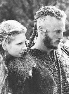 Vikings - Lagertha (Katheryn Winnick) & Ragnar (Travis Fimmel)