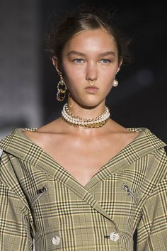 Best Jewelry Trends From Fashion Week Spring 2019 - Spring 2019 Jewelry Accessories Trends jewelry trends Ariana Grande Has Convinced Us to Embrace This Spring Jewelry Trend Trendy Jewelry, Jewelry Trends, Women Jewelry, Fashion Jewelry, Jewelry Accessories, Fashion Earrings, Ladies Jewelry, Kids Jewelry, Gold Fashion