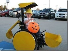 For his son in a wheelchair, a creative Dad made this Construction Worker Halloween costume