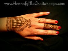 A design which is a combination of all my inspirations - namely; Maple mehndi and Darcy Vasudev designs.  An attempt to use the inspirations with my own unique style! #HennafyMe #manasisart #henna #art #hennapasteon #mehndi #heena #jewelryhenna #inspiredhenna #chattanoogaTN