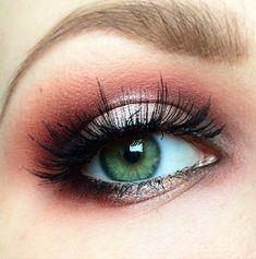 Lashes + Peach Crease + White & Grey Eyelid + Red Outer V Eye Makeup Art, Natural Eye Makeup, Makeup Tips, Beauty Makeup, Makeup Ideas, Red Hair Green Eyes, Makeup For Green Eyes, Cool Makeup Looks, Gorgeous Makeup