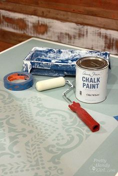 Decor Hacks : How to Stencil and Distress and Chalk Paint a Table -Read More – Chalk Paint Projects, Chalk Paint Furniture, Furniture Projects, Furniture Makeover, Diy Furniture, Diy Projects, Refurbished Furniture, Paint Ideas, Modern Furniture