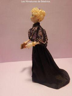 Mathilde, miniature doll Belle Epoque. Belle Epoque, Miniature Dolls, Lady, Porcelain, Victorian, Dresses, Fashion, Vestidos, Moda