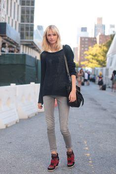 so heart anabela's shoe here! ALTAMIRANYC: Anabela Belikova (IMG, NY)