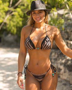 Sexy Bikini, Bikini Girls, Jolie Lingerie, Women Lingerie, Beste Jeans, Mädchen In Bikinis, Bikini Poses, Beach Girls, Mini Bikini