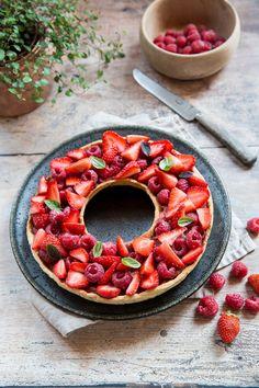 Tarte à trou aux fraises et framboises compote fraise rhubarbe