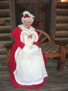 mrs claus's closet - Google Search Mrs Claus Outfit, Mrs Claus Dress, Christmas Images, Christmas Goodies, Father Christmas, Xmas, Santa Suits, Period Costumes, Christmas Costumes
