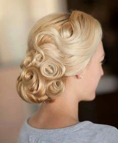 Vintage Wedding Hair Pincurl updo More - Here is a collation of stunning and inspiration wedding hairstyles from one of my favorite stylists, Hair and Make-up by Steph. Take a look! Retro Hairstyles, Formal Hairstyles, Bridal Hairstyles, Vintage Wedding Hairstyles, Hairstyles Videos, Celebrity Hairstyles, Cabelo Ombre Hair, Vintage Updo, Vintage Makeup