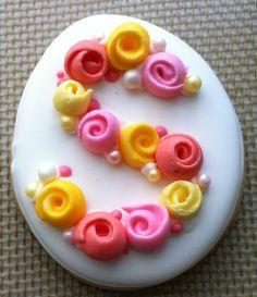 Ribbon roses initial by MMayhugh, via Rose Cookies, Flower Cookies, Easter Cookies, Royal Icing Cookies, Cupcakes, Cupcake Cookies, Sugar Cookies, Fancy Cookies, Cake Decorating Tutorials