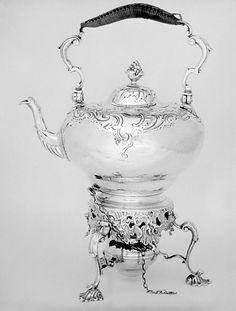 Caldera de té y soporte de Thomas Heming, 1749-1750.