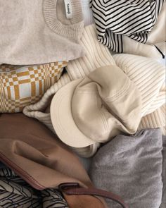 "Katri Ahlman 〰️ Tyylialkemisti on Instagram: ""Neutrals🤍"" Throw Pillows, My Style, Instagram, Toss Pillows, Cushions, Decorative Pillows, Decor Pillows, Scatter Cushions"