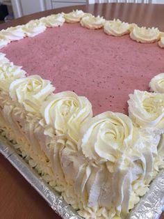 Liian hyvää: Mansikkamoussekakku 20:lle, 40:lle sekä 60 hengelle Sweet Cakes, Cute Cakes, Yummy Cakes, Baking Recipes, Cake Recipes, Baking Ideas, Let Them Eat Cake, Bread Baking, No Bake Cake