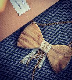 """GAFhandmade su Instagram: """"Una romantica collana papillon in legno personalizzata con un delicato pizzo, catenine asimmetriche e strass. #gafhandmade #collana #papillon #legno #wood #artigianale #vintagejewelry #romanticstyle"""""""