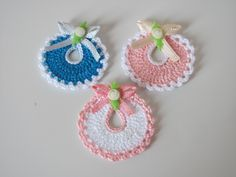 Diy Crafts - Crochet Baby Carriage/ Buggy/Stroller/Pram Applique Novelty / Perfect for Bomboniere, Baby Shower, Decoration, - Her Crochet Crochet Baby Bibs, Crochet Dolls, Baby Knitting, Knit Crochet, Crochet Hats, Tunisian Crochet, Crochet Motifs, Crochet Flower Patterns, Crochet Stitches
