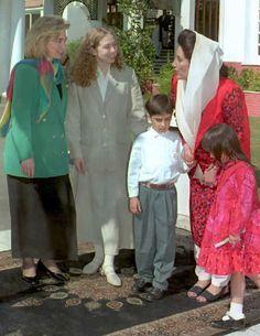 बीबीसी-पाकिस्तानकी प्रधानमन्त्री बेनजिर भुट्टोले आजभन्दा करिब ३० वर्ष पहिला प्रधानमन्त्री हुँदा छोरी जन्माएकी थिइन् । १९९० को जनवरी २५ तारिखका दिन उनकी छोरी बख्तावर जन्मेकी थिइन् ।अहिले न्युजल्यान्डकी ३७ वर्षीया प्रधानमन्त्री जैसिंडा आर्डन प्रधानमन्त्री हुँदा नै बच्चा जन्माउने दोस्रो महिला प्रधानमन्त्री हुँदैछन् । बेनजिरको समय १९९० ... Marriage Age, Couple Photos, Couples, Couple Shots, Couple, Couple Pics