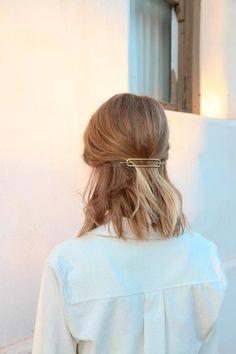 Hair Slide with Stick in Brass Medium Short Hair, Medium Hair Styles, Curly Hair Styles, Aesthetic Hair, Good Hair Day, Grunge Hair, Hair Today, Hair Looks, Hair Trends