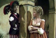 Feste (Tommy Steele) talking to Maria. Love his hat in this picture. XD