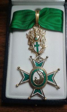 Venera de Caballero de Gracia, en la Orden Militar y Hospitalaria de San Lázaro de Jerusalén.