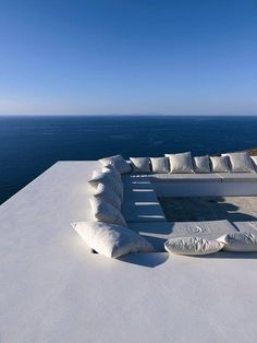 House With Amazing Contemporary Roof Deck Overlooking The Mediterranean. MY roof deck would overlook the Costco down the hill. Outdoor Spaces, Outdoor Living, Outdoor Seating, Moderne Pools, Paros Island, Roof Deck, Roof Top, Rooftop Terrace, Rooftop Lounge