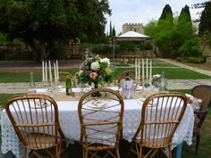 Unfortunately the weather clouded over but this gives you an idea of a very table set up.perfect for smaller weddings Weather Cloud, Table Set Up, Outdoor Furniture Sets, Outdoor Decor, Intimate Weddings, Vintage Table, Bologna, Table Settings, Villa