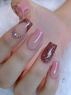 Pin by Roxana Estevez on uñas in 2020 Shellac Nail Art, Pink Nail Art, Best Acrylic Nails, Pink Nails, Gel Nails, Pink Shellac, Glitter Nail Polish, Elegant Nails, Classy Nails