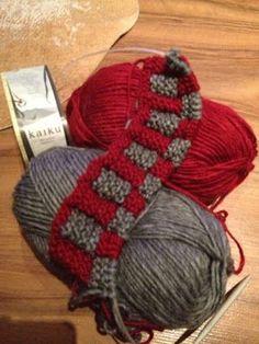Arkimamman Arkiralli: Eila-mummun tossut (soft, cozy, easy 'slippers') 4th Of July Wreath, Handicraft, Mittens, Slippers, Socks, Cozy, Stitch, Knitting, Crochet