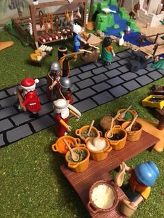 Toy Display, Display Ideas, Play Mobile, Xmas, Christmas, Ideas Para, Kindergarten, Survival, Miniatures