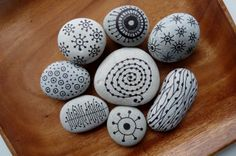 ~ pebbles from Portugal, hand painted by Sabine Ostermann Pebble Painting, Dot Painting, Pebble Art, Stone Painting, Stone Crafts, Rock Crafts, Diy Arts And Crafts, Decorative Pebbles, Stone Gallery