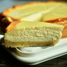 Want to treat your besties with some delicious vegan desserts? Then these recipes are right for you. They will enjoy these tasty desserts without a doubt. Sweet Potato Cheesecake, Low Carb Cheesecake Recipe, Mango Cheesecake, German Cheesecake, Whole Foods, Whole Food Recipes, Cake Recipes, Dessert Recipes, Food Cakes