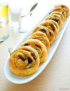 DSCN9745 Pizza Tarts, Delish, Yummy Yummy, Finger Foods, Food Styling, Tea Time, Sausage, Brunch, Rolls