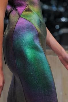 iridescent | mother-of-pearl | gleaming | shimmering | metallic rainbow | shine | anodized | holographic | oil slick | peacock | iridescence | Gosia Baczynska