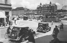 Liikennettä Eerikinkadun ja Aurakadun risteyksessä 30-luvulla. TS arkisto