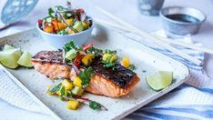 Pannestekt laks med mango- og avokadosalat Fish And Seafood, Pork, Food And Drink, Healthy Recipes, Healthy Food, Chicken, Dinner, Recipe, Cilantro