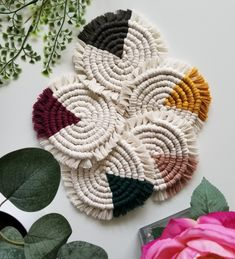 Macrame Wall Hanging Diy, Macrame Plant Hangers, How To Make Coasters, Diy Coasters, Crochet Home Decor, Macrame Projects, Decorating Coffee Tables, Plant Holders, Coaster Set
