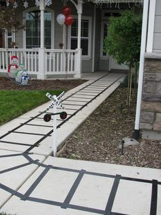 Train Tracks for a Train Party.do smart if we ever do another choo choo party! Thomas Birthday Parties, Thomas The Train Birthday Party, Trains Birthday Party, Birthday Party Themes, 2nd Birthday, Birthday Ideas, Chuggington Birthday, Crazy Birthday, Indoor Birthday