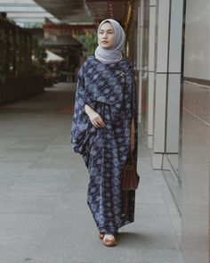 Likes, 58 Comments – Dwi Handayani Syah Putri (Dwi Handayani Syah Putri) o… Batik Fashion, Abaya Fashion, Fashion Outfits, Fashion Styles, Fall Outfits, Kaftan Batik, Batik Dress, Hijab Evening Dress, Hijab Dress