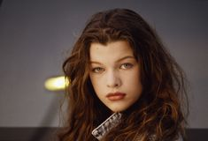Milla Jovovich, Rose Byrne Age, Mary Rose Byrne, High School Hairstyles, Star Wars, Portraits, British Actresses, Hollywood Celebrities, Resident Evil