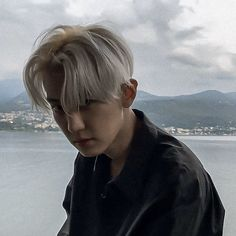 Find images and videos about kpop, exo and baekhyun on We Heart It - the app to get lost in what you love. Exo Chanbaek, Park Chanyeol Exo, Baekhyun Chanyeol, Kpop Exo, Exo Red Velvet, Rapper, Wu Yi Fan, Xiuchen, Bts And Exo