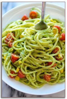 Pasta Avocado Pasta - The easiest, most unbelievably creamy avocado pasta. And it'll be on your dinner table in just 20 min!Avocado Pasta - The easiest, most unbelievably creamy avocado pasta. And it'll be on your dinner table in just 20 min! Meatless Pasta Recipes, Summer Pasta Recipes, Creamy Pasta Recipes, Best Pasta Recipes, Spaghetti Recipes, Vegan Recipes Easy, Vegetarian Recipes, Vegan Meals, Healthy Meals