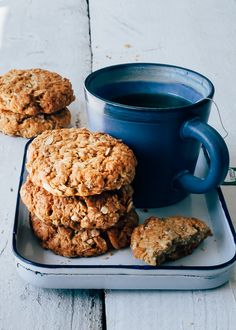 I really enjoy doing this, baking cookies. Strangely enough, I rarely do it. Somehow I apparently have no time at all or think it will take a lot of t. Healthy Cookies, Healthy Sweets, Healthy Dessert Recipes, Healthy Baking, Healthy Snacks, I Love Food, Good Food, Yummy Food, Köstliche Desserts
